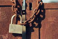 Padlock on rusty gate doors Royalty Free Stock Photography