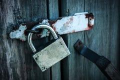 Padlock sulle porte di vecchio granaio Immagini Stock Libere da Diritti