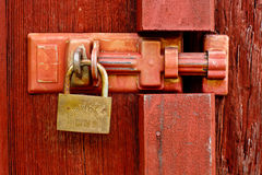 Padlock on wooden door Stock Photography
