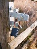 padlocked сейф номеров природы grunge ворот запертый ржавый стоковая фотография rf
