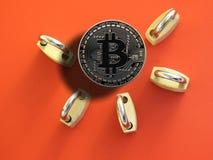 Padlocks и Bitcoin латуни Стоковые Фотографии RF