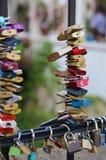padlocks к мосту символ влюбленности Стоковое фото RF