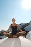 Padmasana άσκησης γυναικών Στοκ φωτογραφία με δικαίωμα ελεύθερης χρήσης