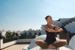 Padmasana άσκησης γυναικών Στοκ εικόνες με δικαίωμα ελεύθερης χρήσης