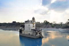 Padmini slott som omges av vatten Chittorgarh Udaipur india fotografering för bildbyråer