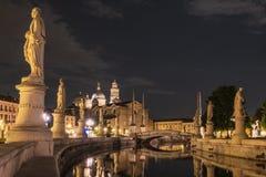 Padova fyrkant på natten royaltyfri bild