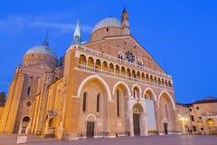 PADOVA, ITALIA - 8 SETTEMBRE 2014: Basilica del Santo o basilica di Sant'Antonio di Padova nella sera Fotografia Stock