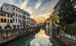 Padova pejzaż miejski od kanału przy zmierzchem Zdjęcia Stock