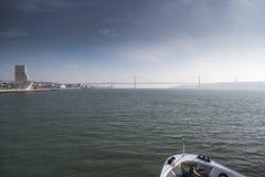 Padrãodos Descobrimentos en Ponte 25 DE Abril Lisbon Stock Fotografie