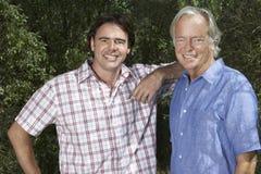 Padre And Adult Son en jardín Imagen de archivo libre de regalías