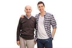 Padre allegro e figlio che posano insieme fotografia stock libera da diritti