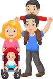 Padre che dà il suo giro di a due vie del figlio con la madre che spinge carrozzina Fotografia Stock Libera da Diritti