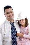 Padre che propone con la sua figlia sveglia Fotografie Stock Libere da Diritti