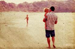 Padre con due bambini immagini stock libere da diritti