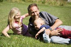 Padre con i bambini Immagine Stock