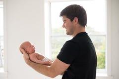 Padre con il neonato Fotografia Stock