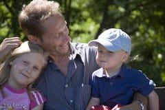 Padre con los niños Imágenes de archivo libres de regalías