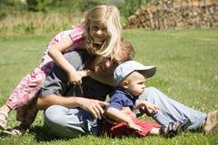 Padre con los niños Imagenes de archivo