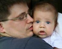Padre con un bebé Foto de archivo libre de regalías