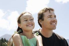 Padre And Daughter Looking ausente imagen de archivo