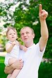 Padre del papá del padre que detiene al bebé fotos de archivo