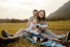 Padre della madre e la loro piccola figlia Immagini Stock