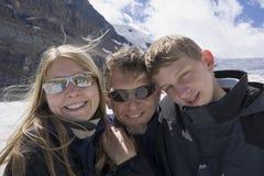 Padre e bambini nella neve Fotografia Stock