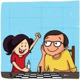 Padre e figlia che giocano scacchi per la festa del papà Immagini Stock Libere da Diritti