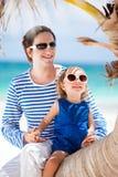 Padre e figlia sulla vacanza caraibica immagini stock