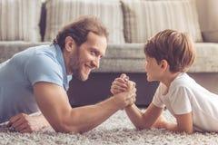 Padre e figlio fotografie stock