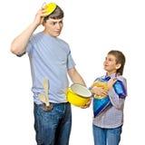 Padre e figlio che cucinano insieme Fotografie Stock