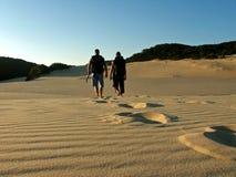 Padre e figlio che fanno un'escursione l'isola del fraser Immagine Stock