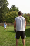 Padre e figlio che giocano cattura Fotografia Stock