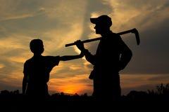 Padre e figlio dell'agricoltore Fotografia Stock
