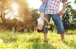 Padre e figlio felici Fotografia Stock Libera da Diritti