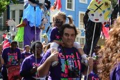 Padre e hija en el carnaval de Notting Hill Imagenes de archivo