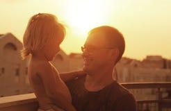 Padre e hija preciosos fotografía de archivo