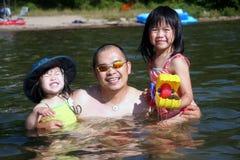 Padre e hijas Fotos de archivo