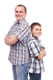 Padre e hijo de nuevo a la parte posterior Foto de archivo libre de regalías