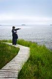 Padre e hijo en la costa atlántica en Terranova fotos de archivo libres de regalías