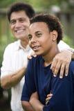 Padre e hijo interraciales Fotos de archivo
