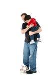 Padre e hijo ocasionales con el balón de fútbol sobre blanco Imágenes de archivo libres de regalías