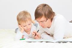 Padre e hijo que unen Imágenes de archivo libres de regalías