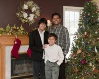 Padre e hijos en las Navidades Fotos de archivo libres de regalías