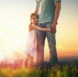 Padre e la sua figlia immagini stock libere da diritti