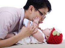Padre e neonata asiatici Immagine Stock Libera da Diritti