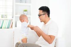 Padre e neonato Fotografia Stock
