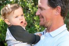 Padre e neonato Fotografie Stock