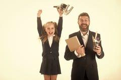 Padre e scolara con i fronti felici isolati su bianco Fotografie Stock