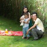 Padre ed i suoi bambini Fotografia Stock Libera da Diritti